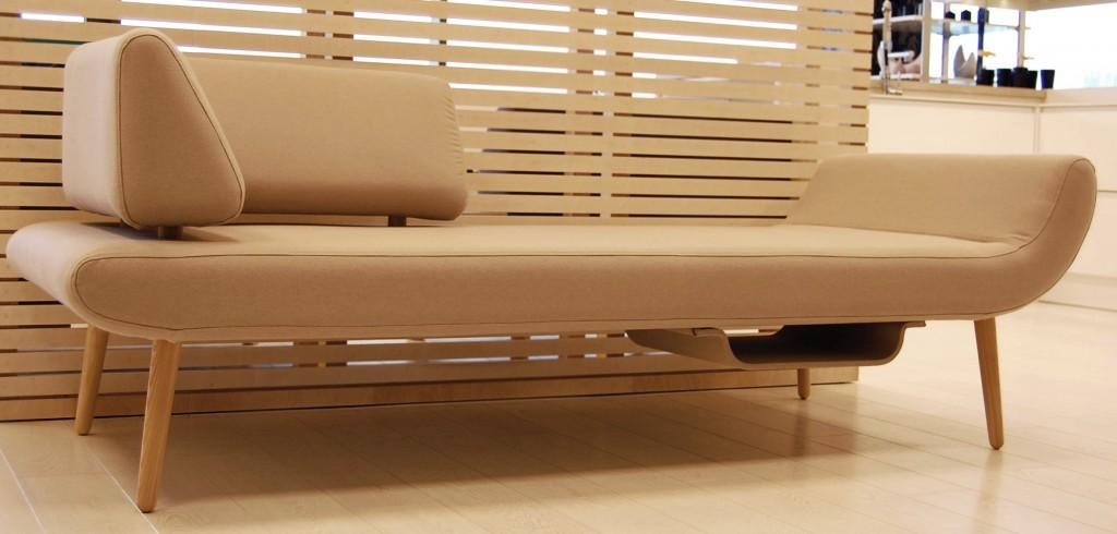 moderni-sofa-zurnalo-laikiklis