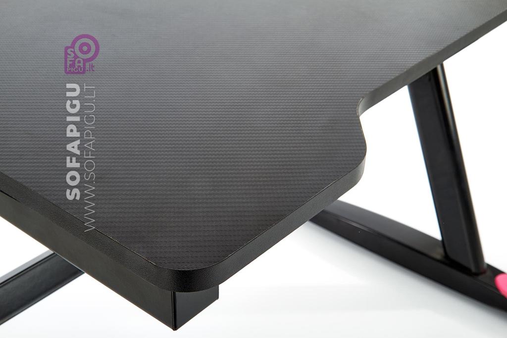 kompiuterinis-stalas-su-led-apsvietimu-1